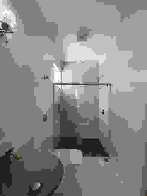 Banheiro suíte 2 Banheiros modernos por Monteiro arquitetura e interiores Moderno