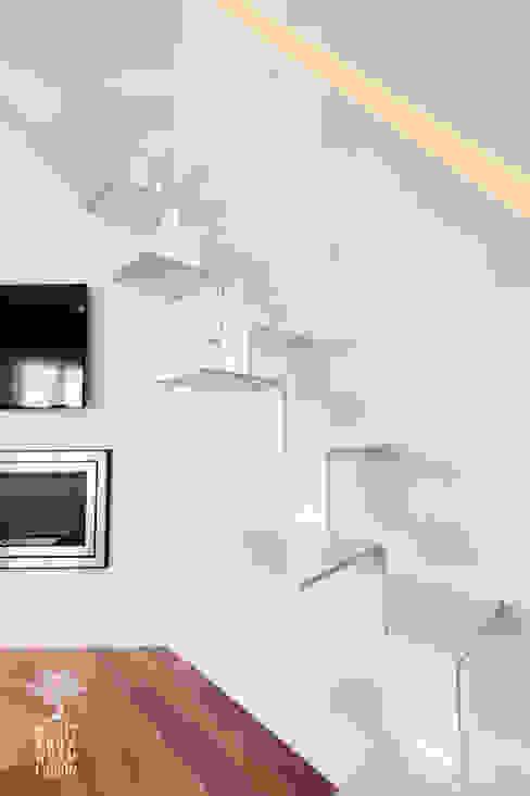Escalera y pasamanos foseado MEDITERRANEAN FUSION S.L. Escaleras Blanco
