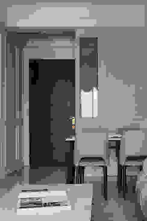 藍白記憶 經典風格的走廊,走廊和樓梯 根據 八寶空間美學| BABODESIGN 古典風