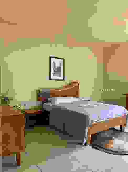 Pía Interior & Arquitectura СпальняЛіжка та спинки Масив Дерев'яні