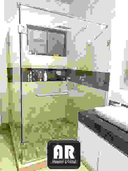 CANCEL ESCUADRA, VIDRIO TEMPLADO 9.5MM, PUERTA BATIENTE. Baños modernos de AR ALUMINIO & CRISTAL Moderno Vidrio