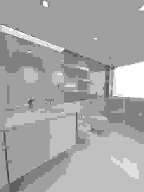 3D Instalação sanitária quartos Casas de banho modernas por The Spacealist - Arquitectura e Interiores Moderno Cerâmica