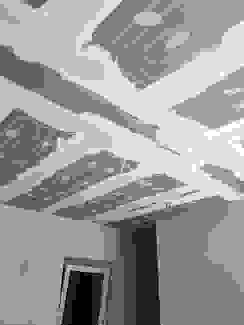 Riscaldamento a soffitto con pannelli radianti Ing. Andrea Catena Soggiorno minimalista