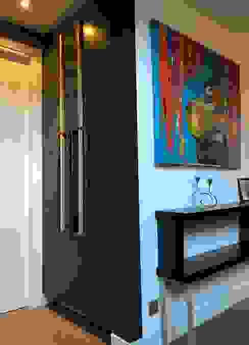 detail van de deuren van de archiefkast: modern  door MEF Architect, Modern Hout Hout