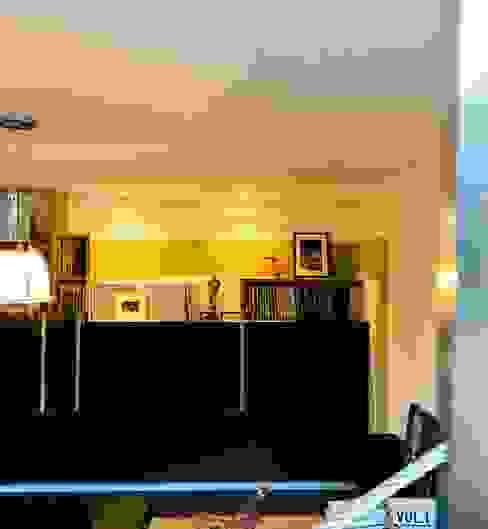 de kast in de niche: modern  door MEF Architect, Modern Hout Hout