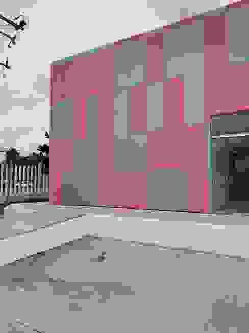 ALUCOMEX ZONA PACIFICO NORTE Cliniques modernes Aluminium/Zinc Gris
