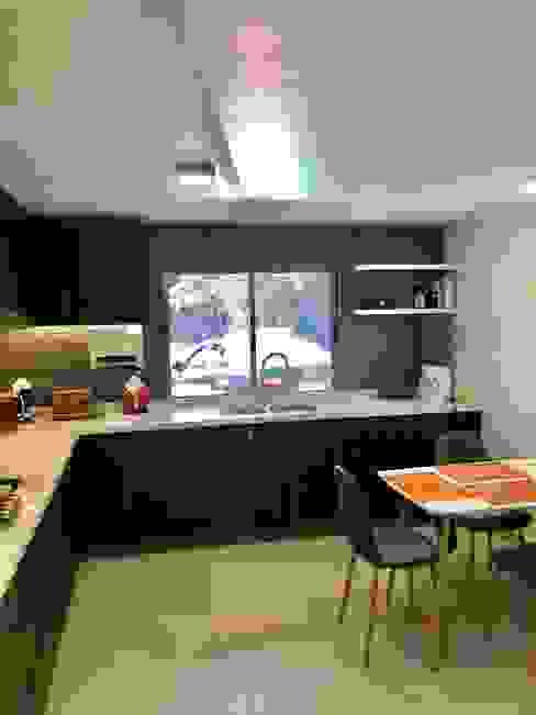 Vista 6 Cocinas de estilo moderno de balConcept SpA Moderno