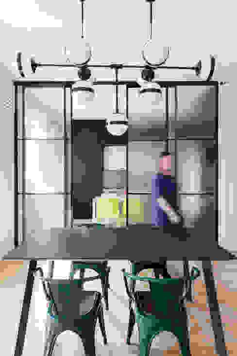 vetrata scorrevole cucina AT+C ARCHITECTURE & DESIGN Porte scorrevoli Ferro / Acciaio Nero