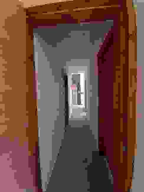 VIVIENDA, ALTO LAUQUEN , PICHILEMU Pasillos, halls y escaleras mediterráneos de KIMCHE ARQUITECTOS Mediterráneo Madera Acabado en madera