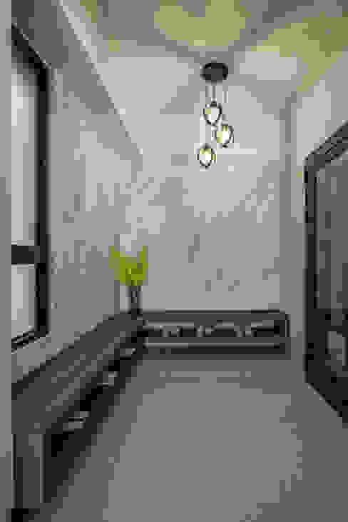 Eternal Moon - Residential Interior Design 現代風玄關、走廊與階梯 根據 勻境設計 Unispace Designs 現代風