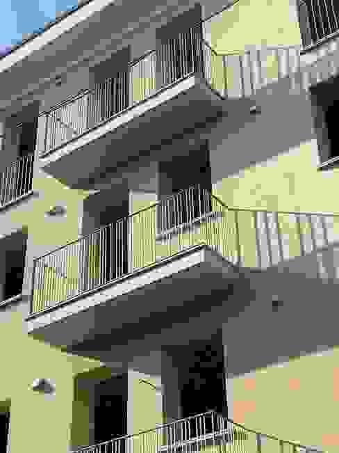 Particolare del fronte verso strada Andrea Treu architetto Balcone