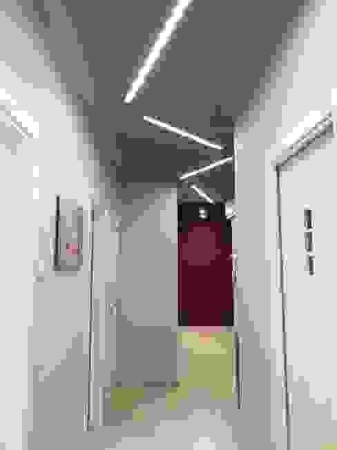 controsoffitto corridoio Manuela Bruno Architetto Ingresso, Corridoio & Scale in stile moderno