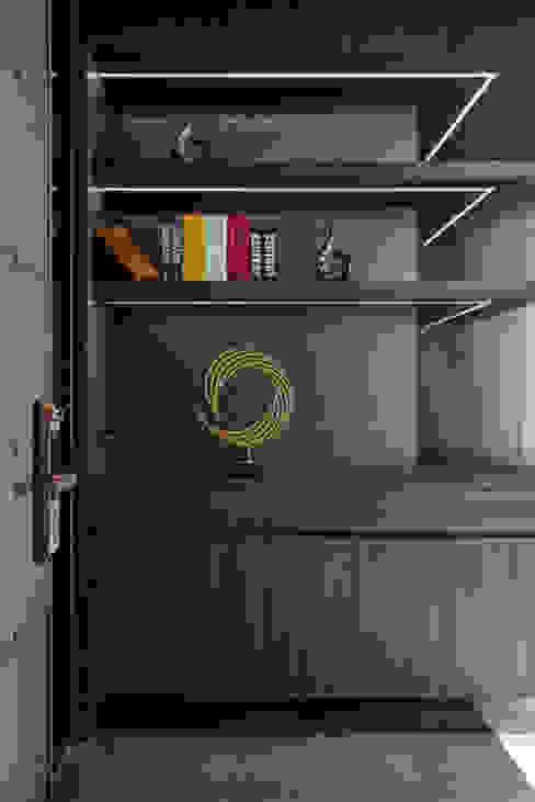 Smile Century - Condominium interior design 現代風玄關、走廊與階梯 根據 勻境設計 Unispace Designs 現代風