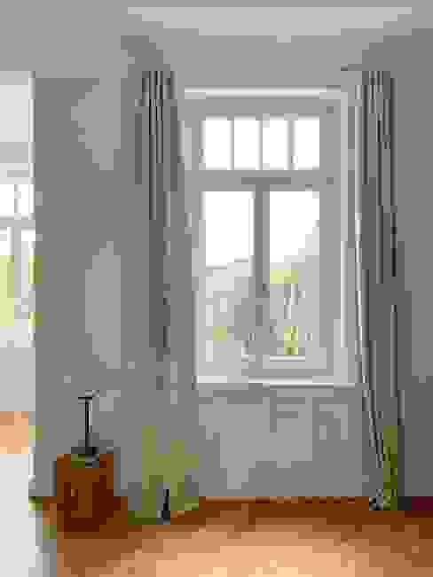 Vorhänge zum Zuziehen Skandinavische Wohnzimmer von Adolf Rademann Skandinavisch