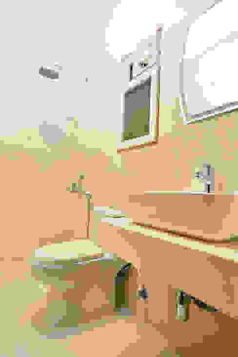 Modern bathroom by Grid Property Developers Modern