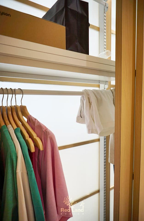 Minimalist dressing room by Red Land Design Minimalist