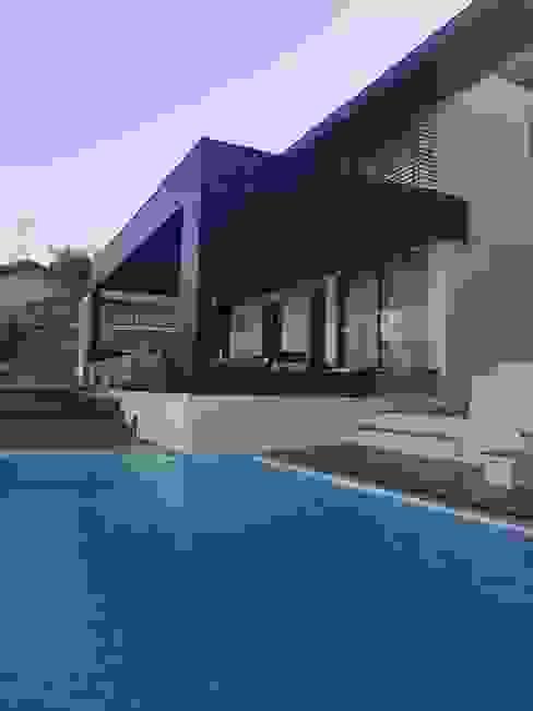 Vivienda habitacional Quinchamali Piscinas de estilo mediterráneo de Wandersleben Chiang Soc. de Arquitectos Ltda. Mediterráneo