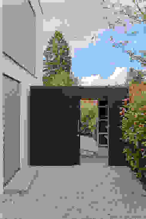 Maß gefertigt für unseren Kunden in München von design@garten - Alfred Hart - Design Gartenhaus und Balkonschraenke aus Augsburg Modern Holz-Kunststoff-Verbund