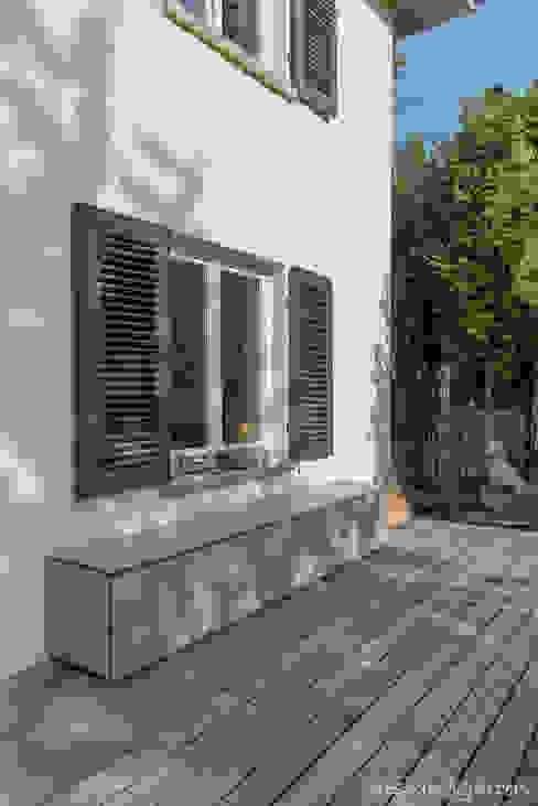 @win design@garten - Alfred Hart - Design Gartenhaus und Balkonschraenke aus Augsburg Balkon Holz-Kunststoff-Verbund Beige