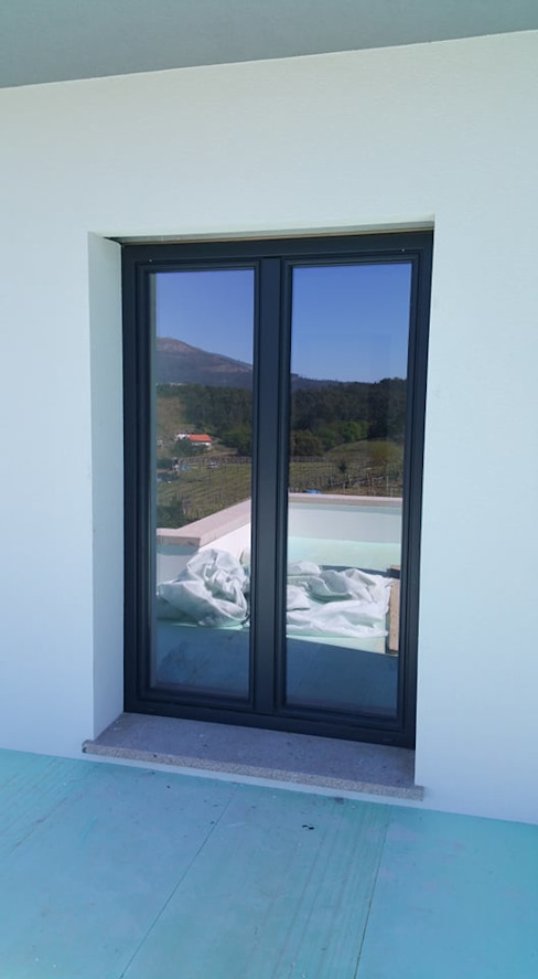 DSG ALUMÍNIOS, LDA. Fenêtres & Portes modernes Aluminium/Zinc