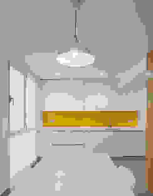 castronavarro arquitectura Modern Kitchen White