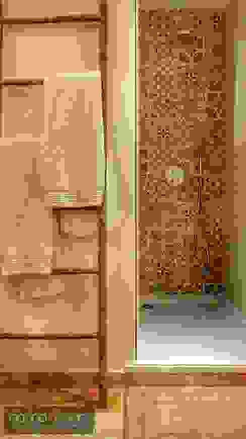 Casa de banho azulejos Casas de banho mediterrânicas por Aadna.Design Mediterrânico