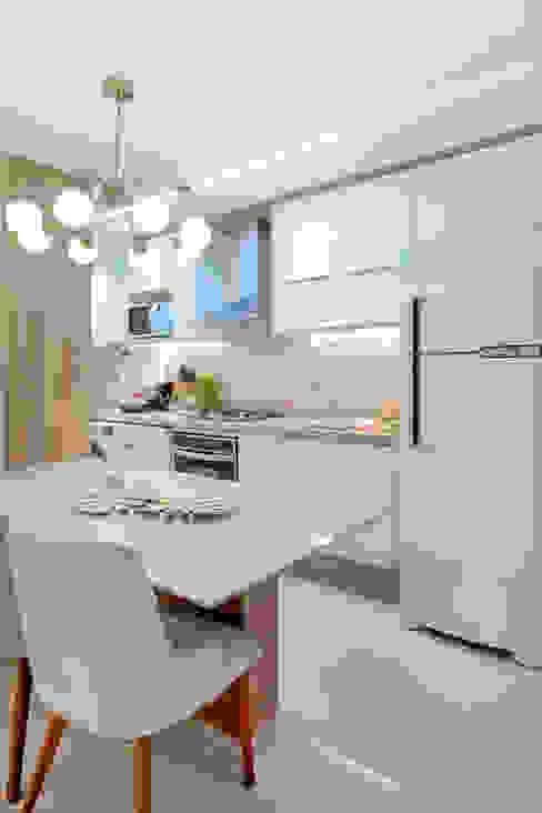 Cozinha pequena por Rubiana teixeira Barbosa ME Moderno MDF
