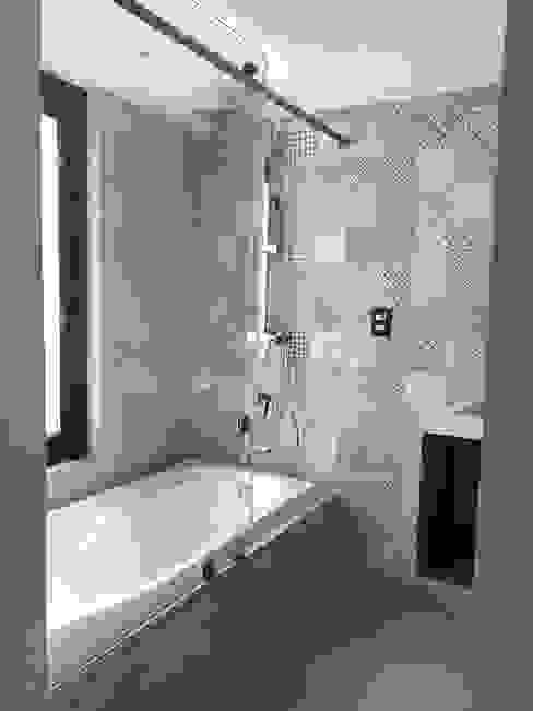 Proyecto San Ángel Baño deSTudio Baños modernos Concreto Gris