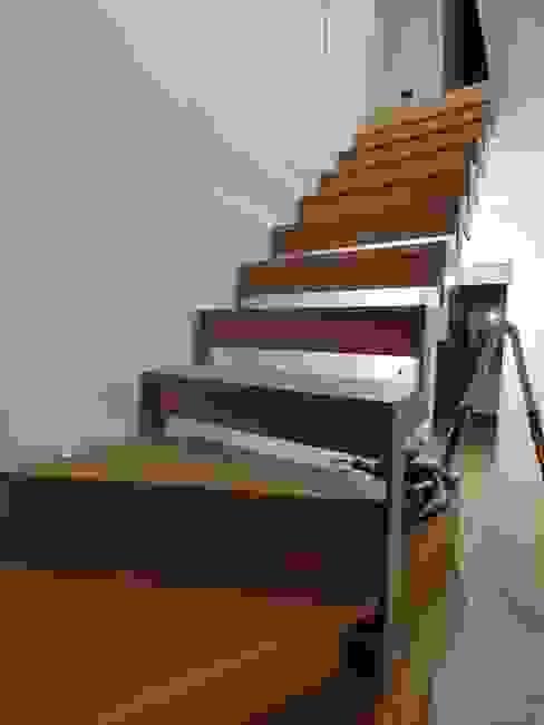 Visione dall'ingresso di Giorgio Gravina Moderno Legno Effetto legno
