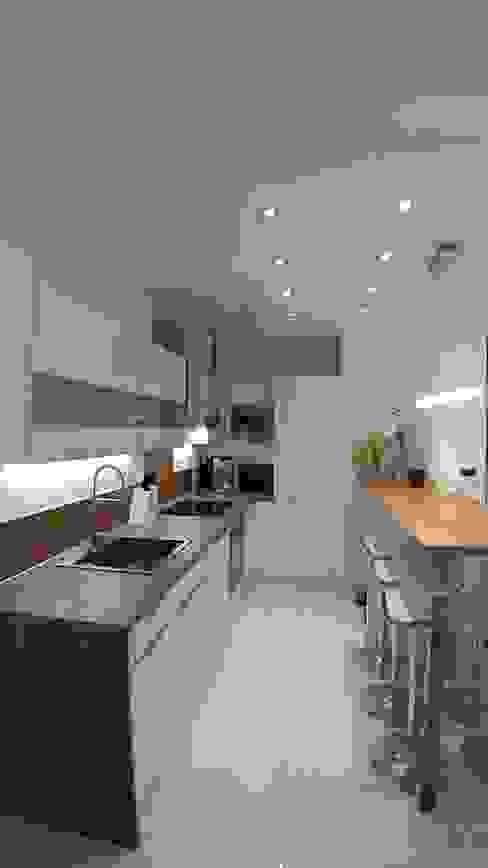 Réaménagement de la pièce à vivre et décoration intérieure par HERITAJ CAPITAL Moderne MDF