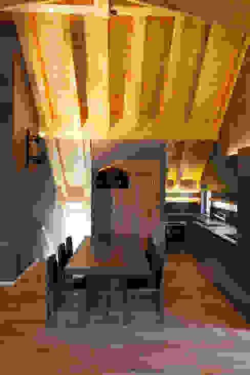Casa di montagna P 7047 Associati Cucina moderna Legno Grigio
