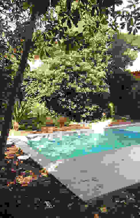 piscina- balsa de ESTUDI NAO arquitectura Mediterráneo Hormigón