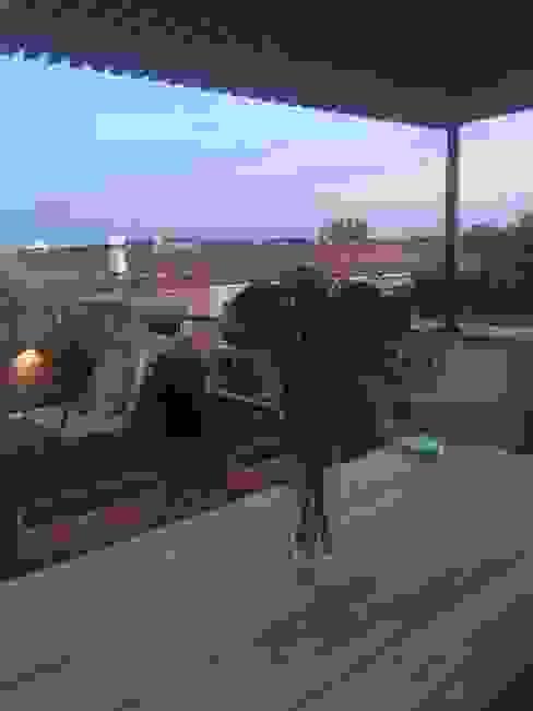 PERSPECTIVA ATICO Balcones y terrazas de estilo moderno de Jardín con Clase Moderno