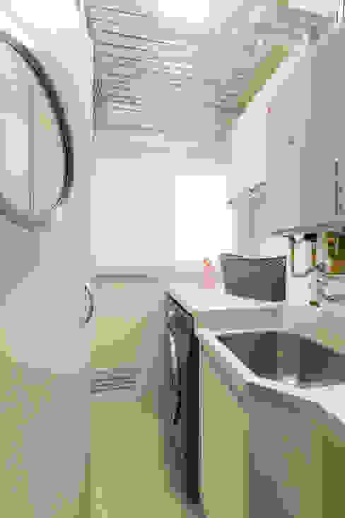 área de serviço Cozinhas modernas por TRIGO ARQUITETURA Moderno