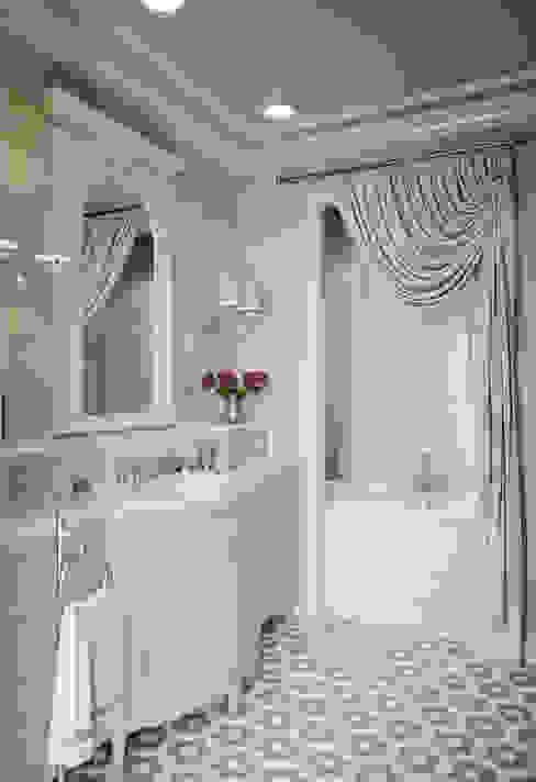 Санузел младшей дочери в квартире в клубном доме в Depre. Ванная в классическом стиле от MARION STUDIO Классический