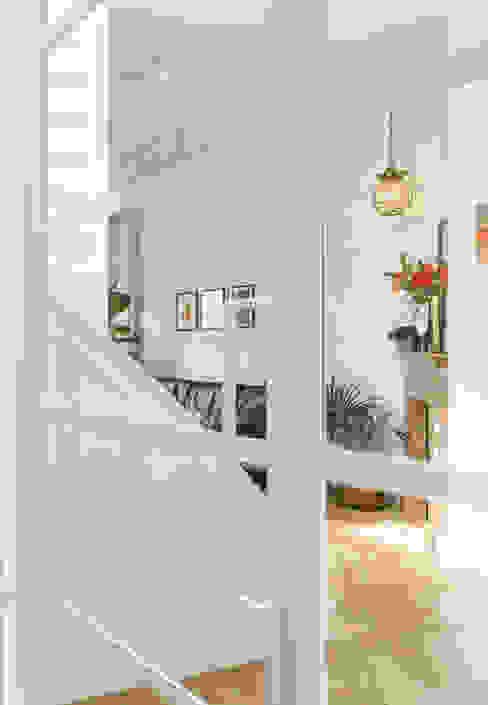 wit stalen glaspui van ÈMCÉ interior architecture Modern IJzer / Staal