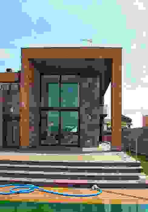 CASA 2, DOBLE ESPAI - DOBLE ESPACIO Casas de estilo moderno de FARRIOL i COL.LABORADORS arquitectes Moderno