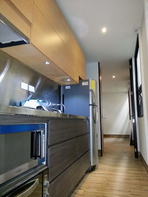 Casa de Campo Modular, km18 La Elvira Cocinas modernas de DeCasas.co Moderno