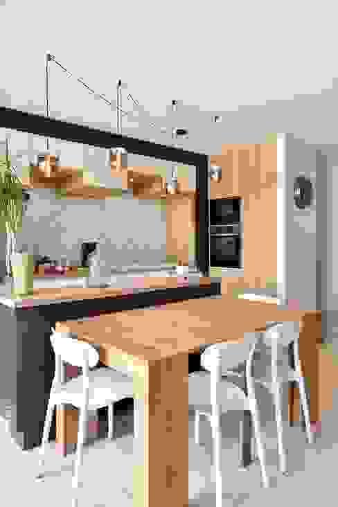 Une cuisine sur mesure harmonieuse Thierry Allard photographe Cuisine intégrée Bois composite Beige