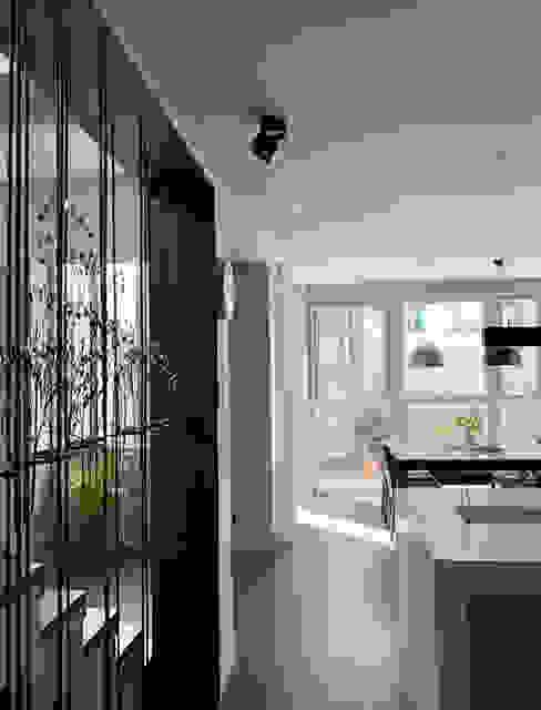 Modern style kitchen by OASIS Design Studio Modern