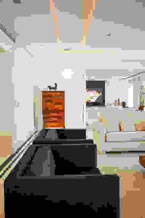 Apartamento, Condomínio Chateau De Bagnols, Higienópolis, São Paulo AVR Studio Arquitetura Salas de estar modernas