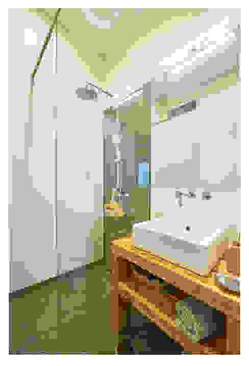 Instalação Sanitária Final Casas de banho modernas por CSR Moderno