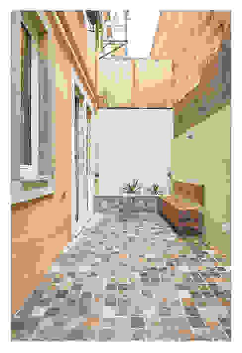 Pátio Final Varandas, marquises e terraços modernos por CSR Moderno Pedra