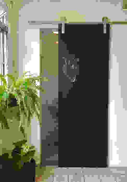 Mariana Noguera Modern Bathroom