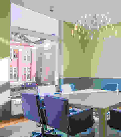 ÈMCÉ interior architecture Oficinas y tiendas Verde