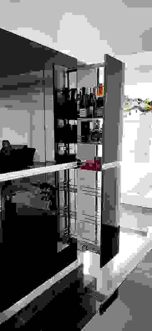 Cocina estilo moderno en cristal Grupo V í m a r t Cocinas modernas