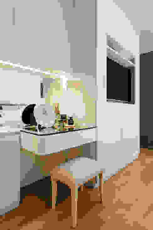 RiverSail Penthouse Mr Shopper Studio Pte Ltd Classic style bedroom