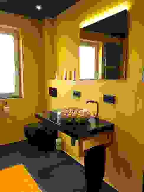 Gold-Schwarzes Paradies Moderne Badezimmer von LifeStyle Bäderstudio Modern