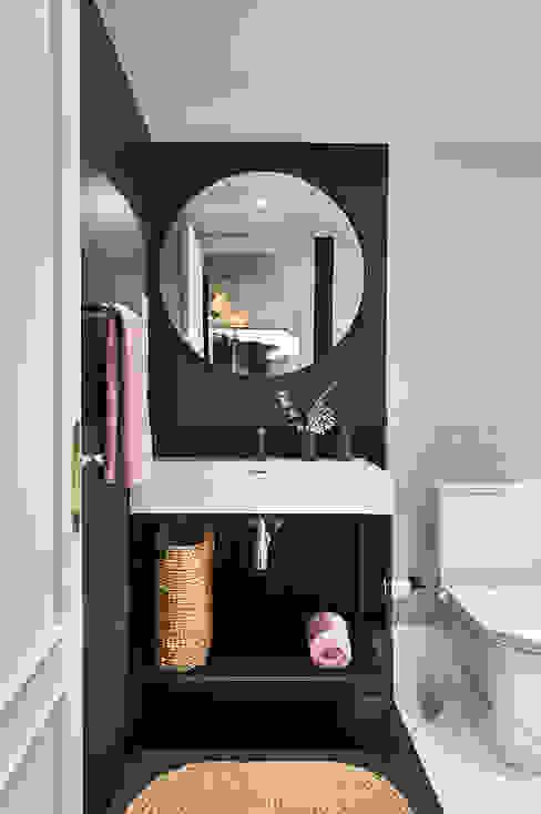 Egue y Seta Phòng tắm phong cách chiết trung