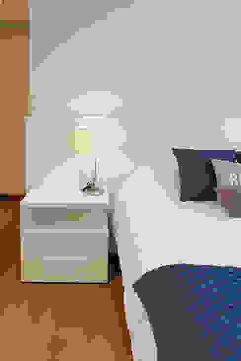 Dormitório de Hóspedes Ana Kerpen Arquitetura Especializada Ltda Quartos modernos Madeira Azul